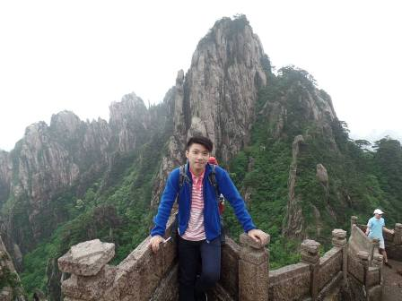Conquering Mountain Huangshan